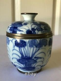 Antique Chinese Export Porcelain Blue White Jar lidded late Qing Dynasty