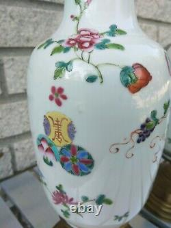 Paire Late Republic Chinese Porcelaine Lampes 25 Pouces Vases 9.5 Famille Rose