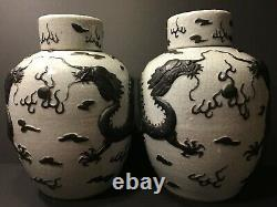 Vieux Grand Chinois Paire Guan Type Jars With Dragons, Fin Qing, 13 1/2 H